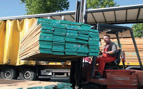 Livraison de bois à l'atelier Escarmor