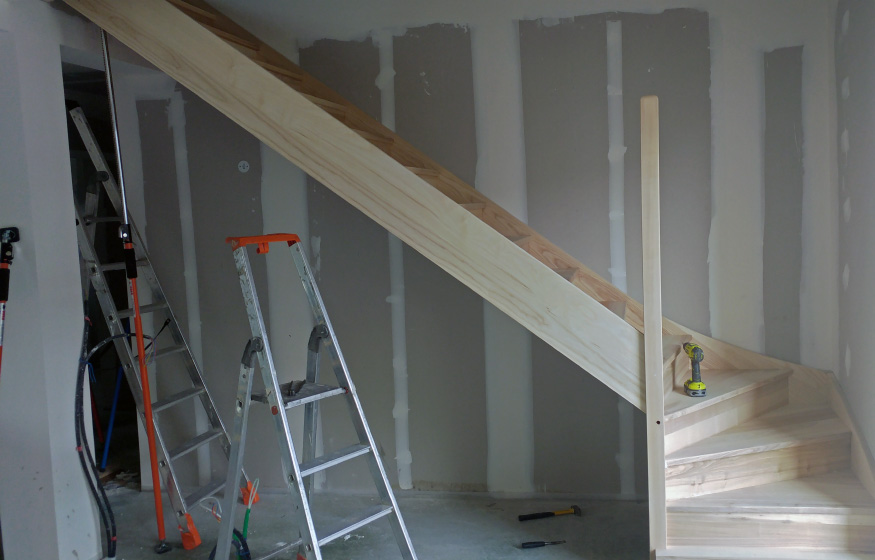 Un jour chez vous - 9H à 12H - Pose de l'escalier